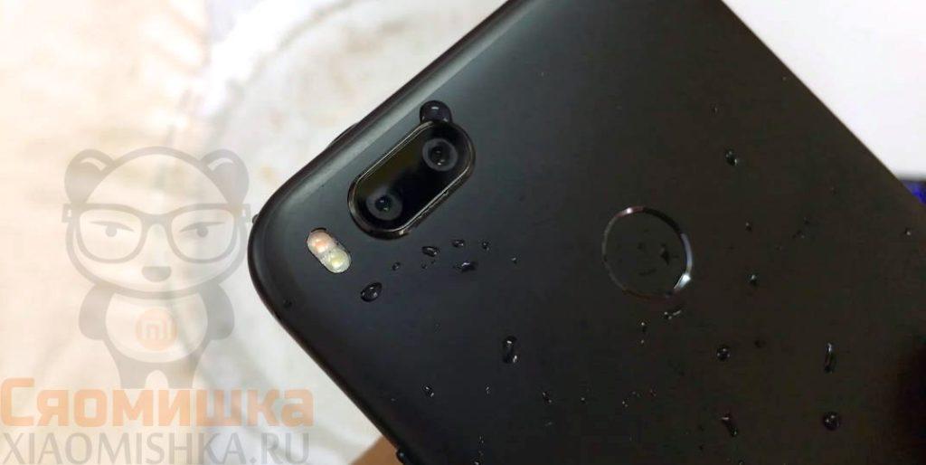 Удалите влагу с поверхности телефона Xiaomi