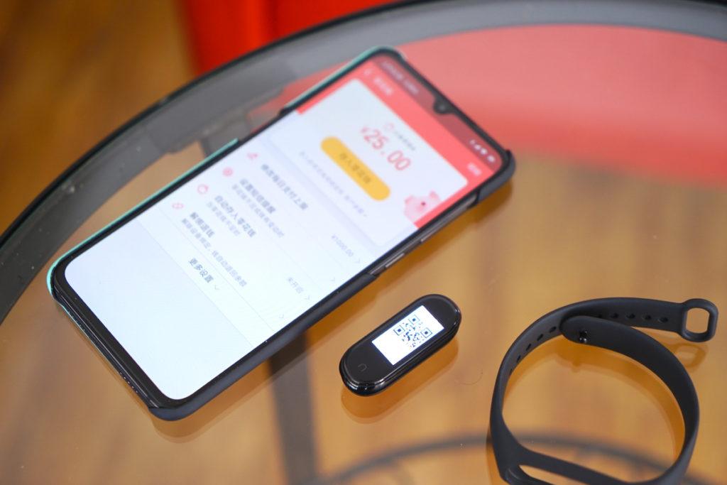 Xiaomi Mi Band 4 официально представлен!